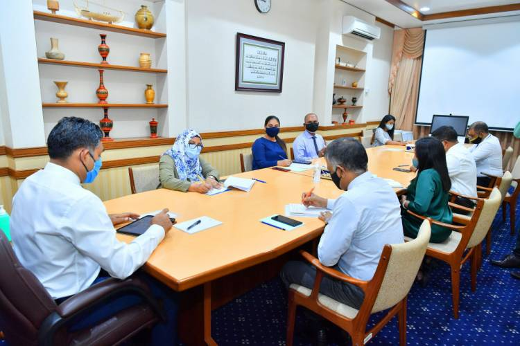 VP holds discussion on developing human resources