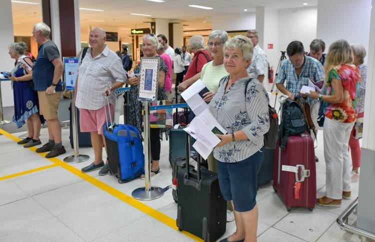 April marks record tourist arrivals in past 13 years