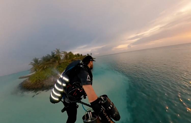 Real-life Iron Man flies above One & Only Reethi Rah