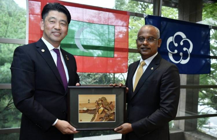 President Solih meets mayor of Odawara City