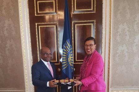 Minister Shahid presents documents to Commonwealth SG