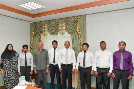 President enquires on needs and concerns of the people of Bodufolhudhoo island