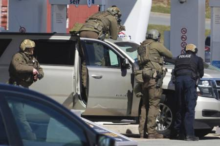 16 killed in shooting rampage, deadliest in Canadian history