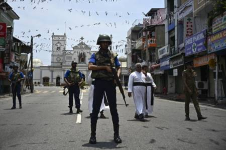 Sri Lanka expels 200 Islamic clerics after Easter attacks
